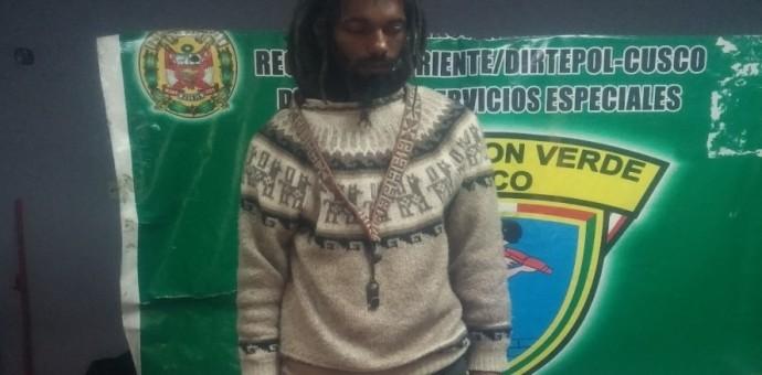 Policía interviene a ciudadano francés por posesión y consumo de droga