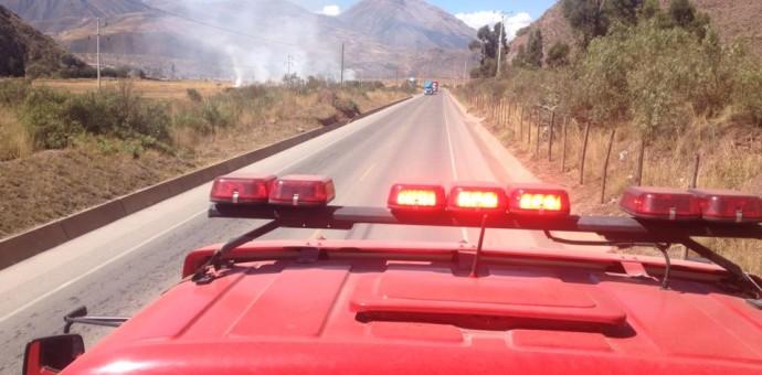 Defensa Civil niega agua y herramientas a bomberos que sofocan incendios forestales