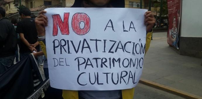 Masiva movilización de cusqueños contra ley que privatiza centros arqueológicos