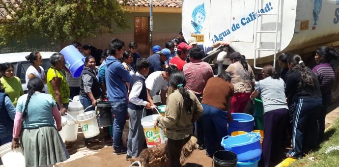 Indignante. Pobladores de la margen derecha pugnan por agua potable