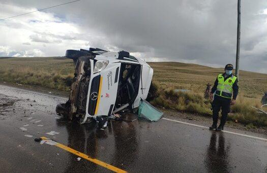 En vía Espinar-Descanso volcadura de minubus deja 12 personas heridas