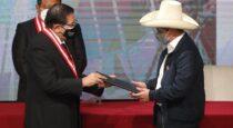 Pedro Castillo Terrones recibió la credencial de Presidente de la República